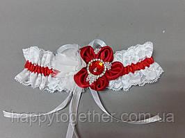Свадебная подвязка красный цветок