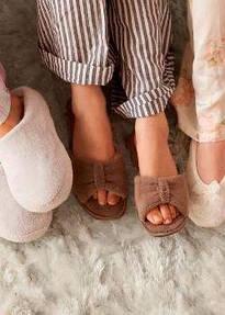 Домашнє взуття для жінок та чоловіків