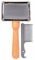2356 Trixie Деревянная щетка-пуходерка с расческой, 11х14 см