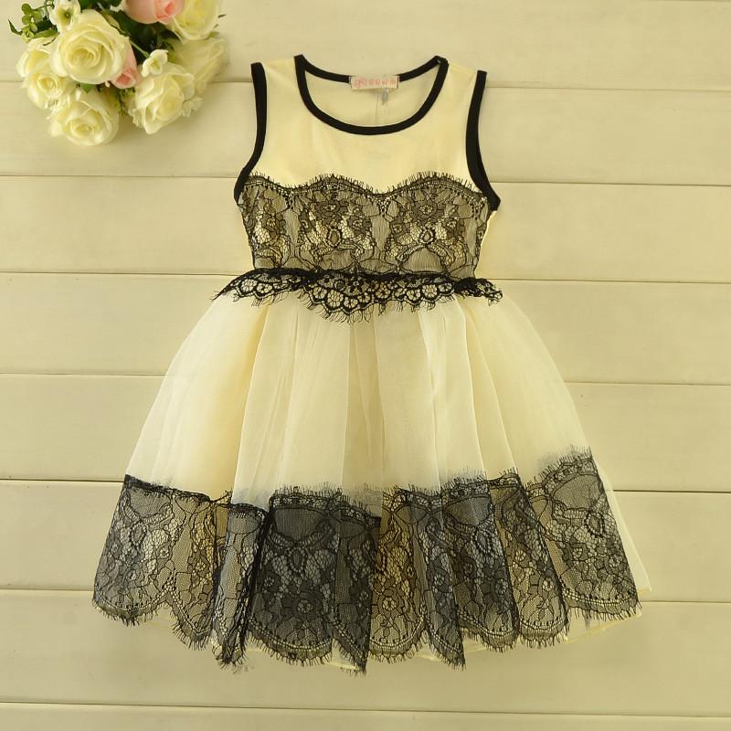 Летнее платье с красивым кружевом для девочки бежжевое
