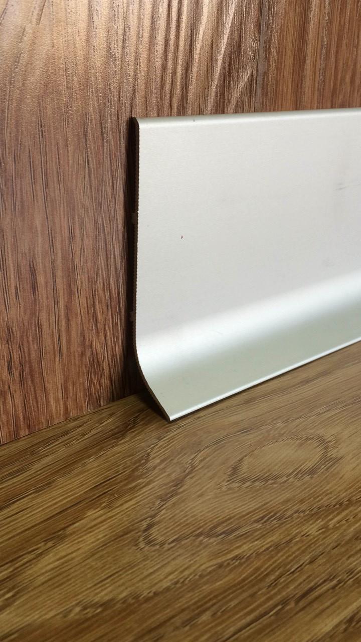Алюминиевый плинтус накладной SMG-100/25 промышленный. Анодированный. Цвет Серебро