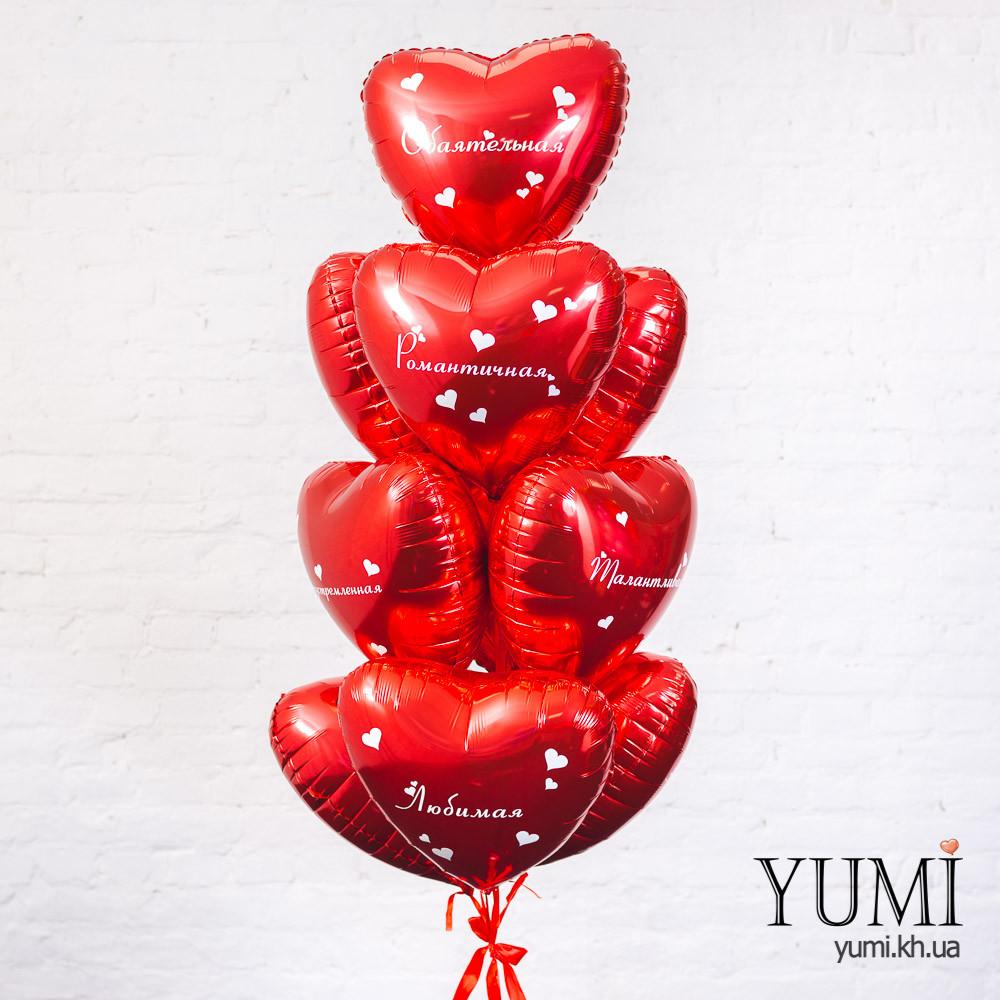 Фонтан из красных фольгированных шариков сердечек с комплиментами для девушки