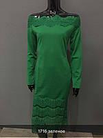 Красивое женское платье изумрудного цвета