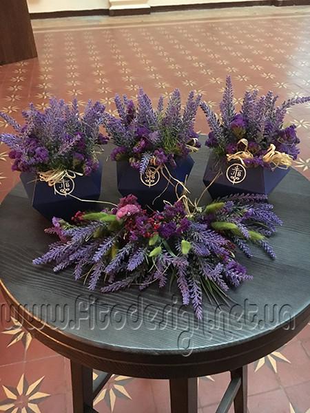 Композиции из сухоцвета и искусственных цветов
