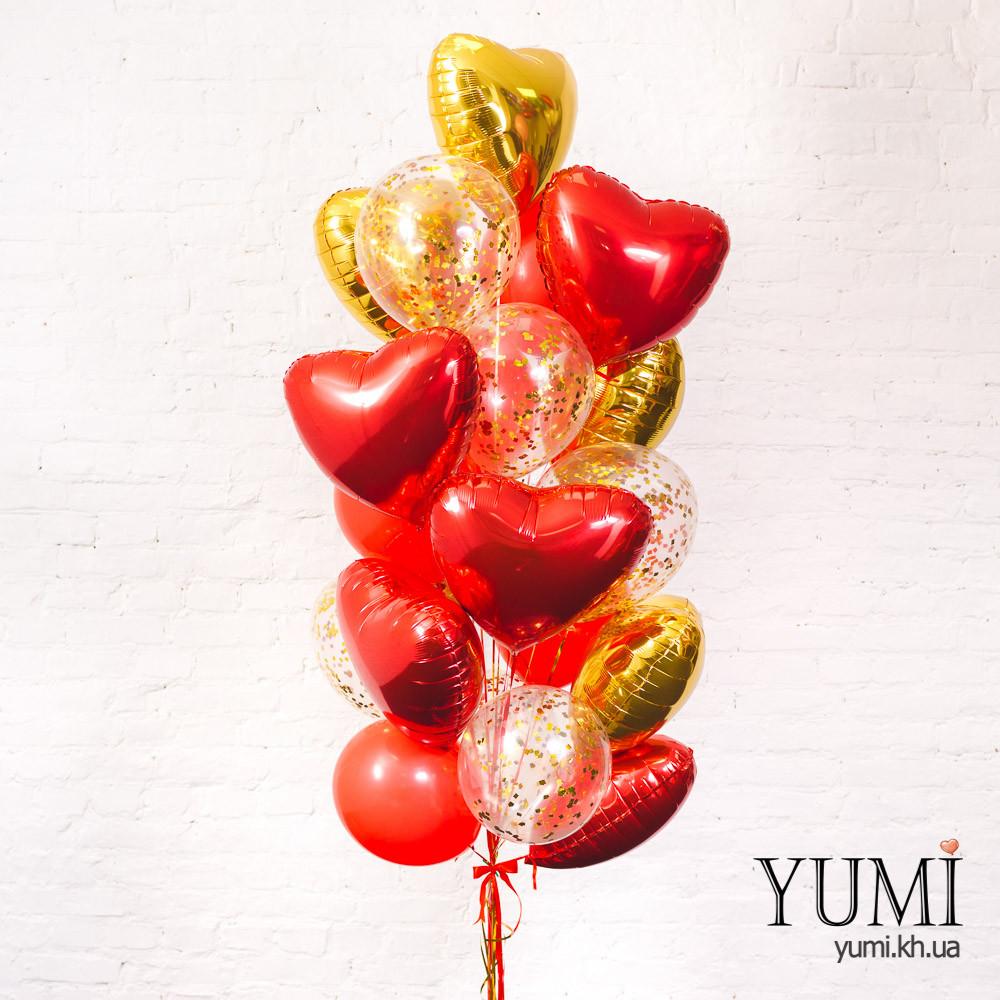 Связка из воздушных шаров сердец в золотом и красном цветах