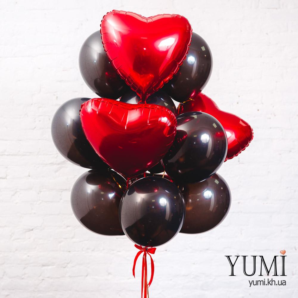 Связка из 5 фольгированных красных сердец и 10 черных шаров