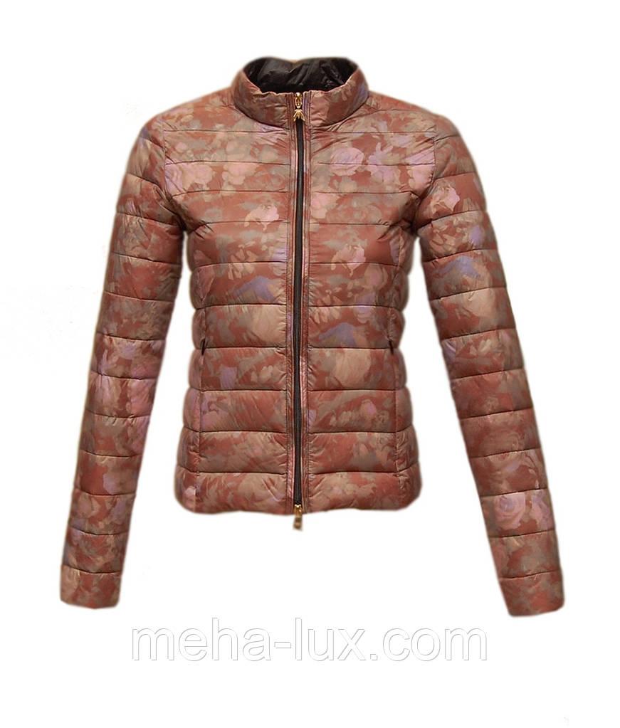 Куртка демисезонная короткая приталенная с цветным принтом
