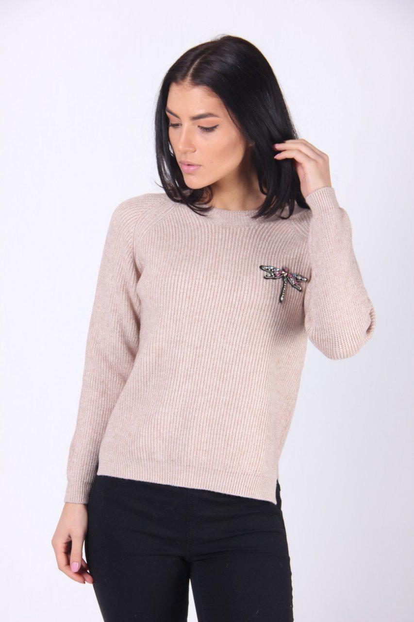 94ceb9ca7a2 Очень красивый женский свитер в бежевом цвете с брошью - Оптово-розничный  магазин одежды