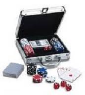 Покерный набор в алюм. кейсе-100 (100 фишек с номинал,2 кол.карт,5куб,р-р кейса 20*21*6,5см)