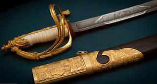 Мечи, катаны, сабли, кинжалы (сувенирное оружие).
