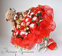 Букет из конфет Рафаэлло и игрушки любимой девушке