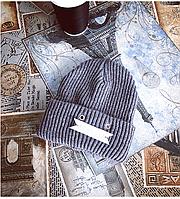 Модная женская вязанная шапка серого цвета