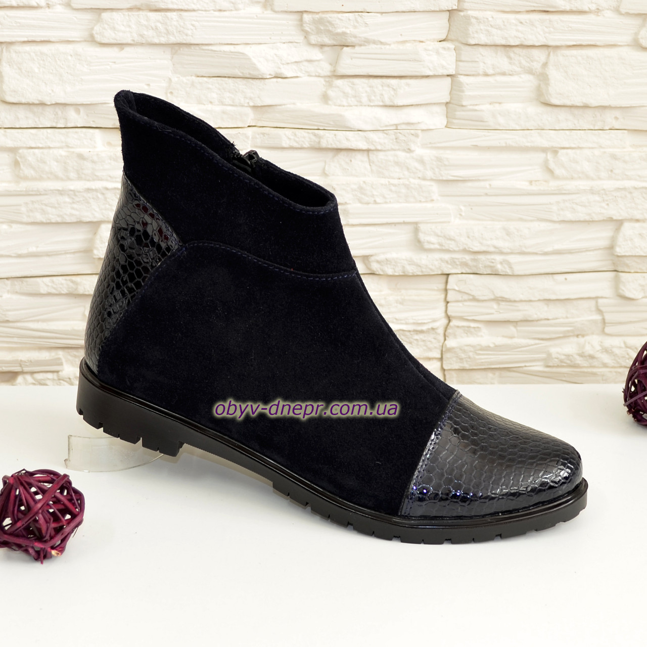 """Жіночі черевики на низькому ходу, натуральний замш і шкіра """"пітон"""" синього кольору."""