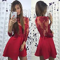 Модное женское платье красного цвета