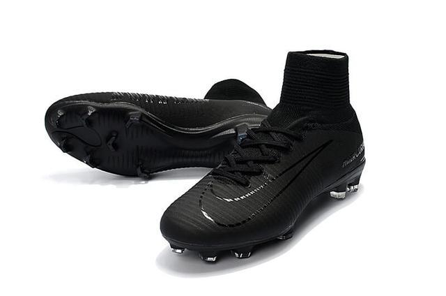 Футбольные бутсы Nike Mercurial