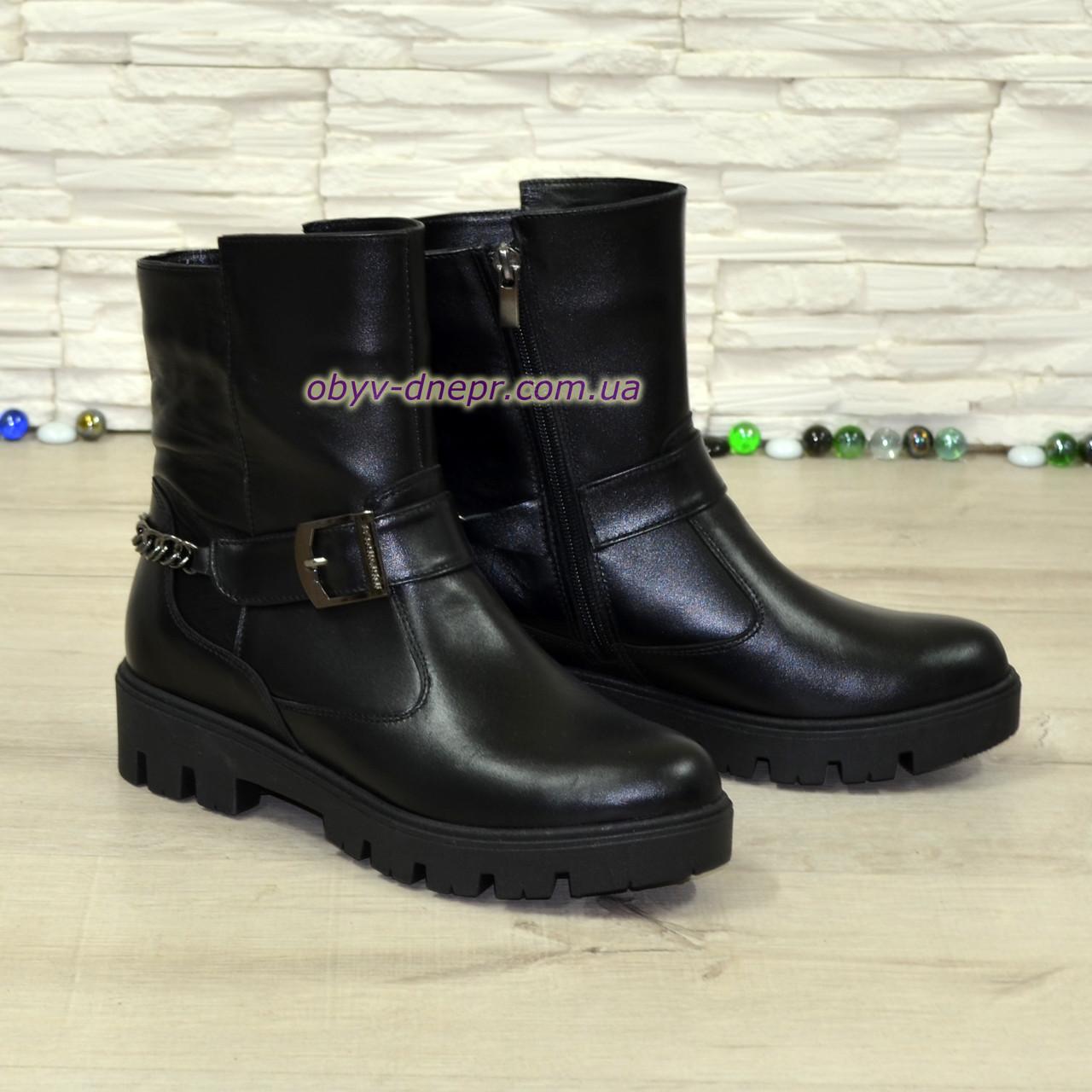 6fe7b7aa4 Кожаные женские зимние ботинки на тракторной подошве, декорированы цепью и  ремешком.