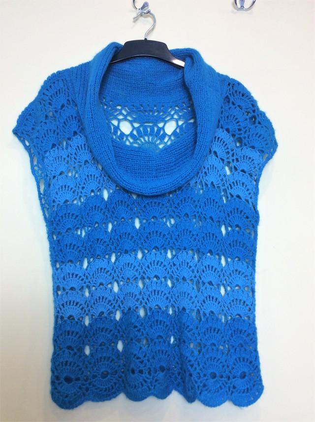 Голубой двухцветный вязаный жилет из шерсти с мохером