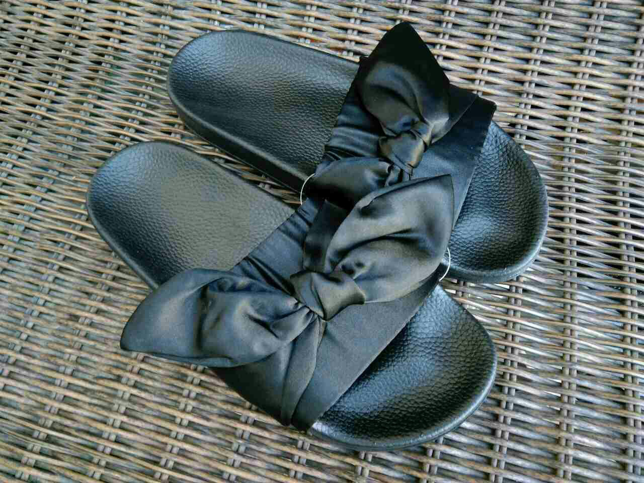Розпродаж! Тапки тапочки шльопанці жіночі банти з бантиками чорні Puma Fenty копія