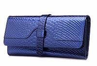 Кошелек женский кожаный лаковый с тиснением под крокодила с пряжкой (синий)