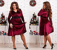 Платье нарядное украшено набивным кружевом расшитым палетками и бисером