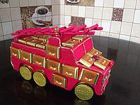Пожарная машина с конфетами