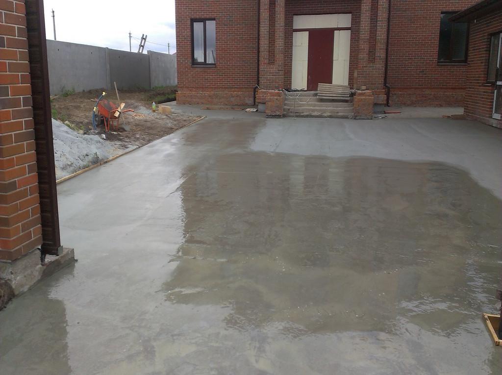 Заливка бетоном двора в Кировском