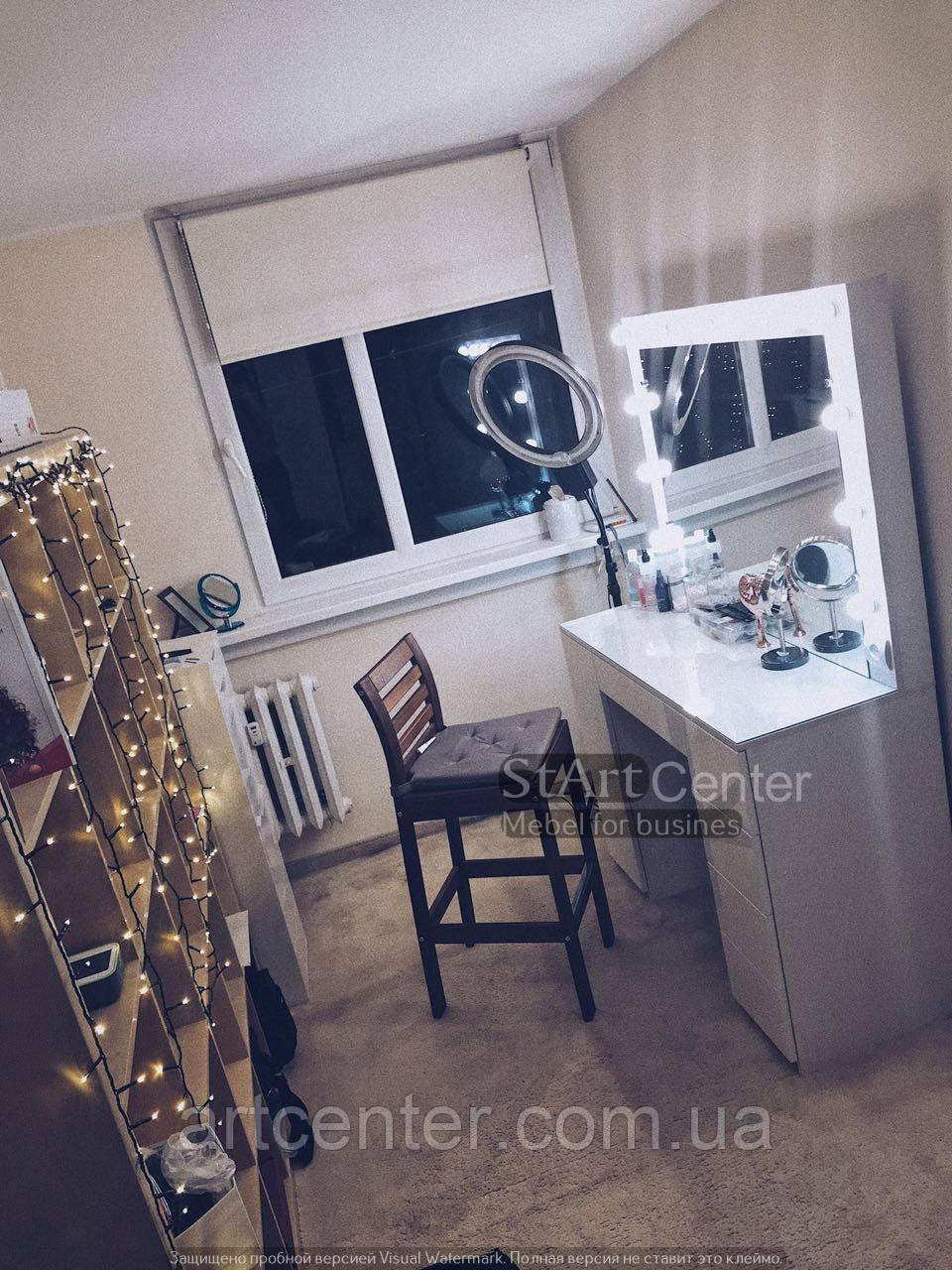Стіл для візажиста з фасадами з МДФ, системою push-to-open в ящиках для візажиста, перукаря