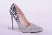 Туфли серебристые лаковые на шпильке