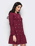 Трикотажное платье с оборкой по низу изделия на полочке украшено бусинами, фото 4