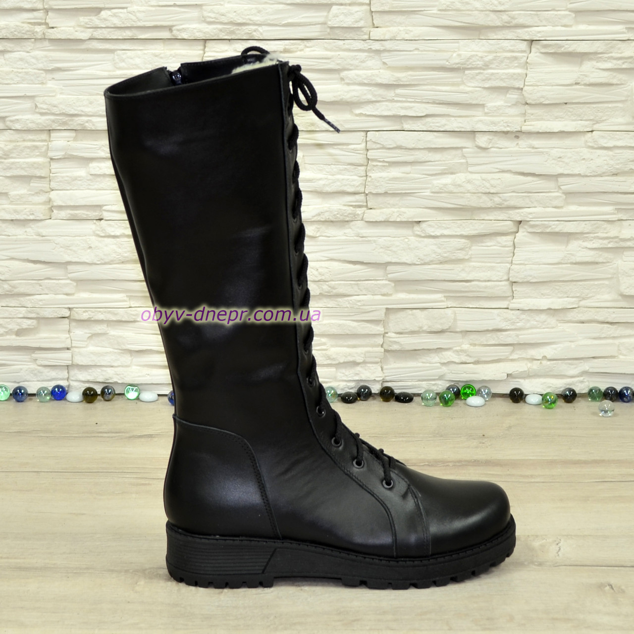 Стильные кожаные зимние сапоги на шнуровке, черный цвет.