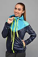 Стильная женская куртка-ветровка