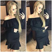 Женское платье с воланом на груди и внизу по окантовке