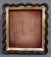 Киот для иконы фигурный, с внутренней деревянной рамой, покрытой поталью.
