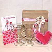 Подарочный набор девушке День Валентина - Пара чашек + Сердечко Валентинка + открытка