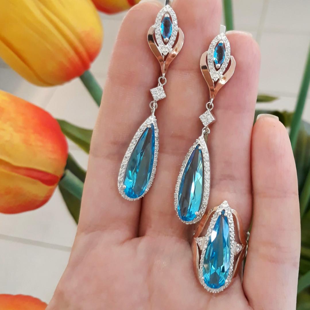 Серебряный комплект кольцо и серьги с золотом и голубыми камнями