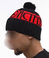 Модная теплая шапка Ястреб черно-красная