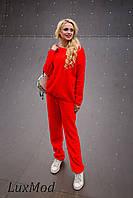 Вязаный  женский костюм, красный