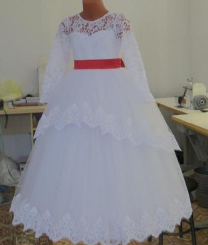 Детское платье  - с красным поясом