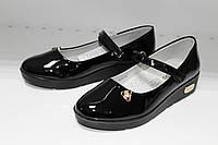 Туфли девочка  EeBb2010 , чёрные, лаковые, с декоративной бижутерией сбоку.