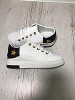 Кеды белые со звёздами и блёстками на задниках. Материал иск. кожа. Маломерят р-р 36-40. Два вида.