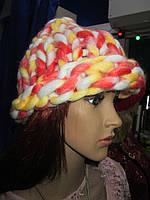 Женская супермодная шапка крупной вязки