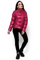 Демисезонная короткая красная куртка в размере S