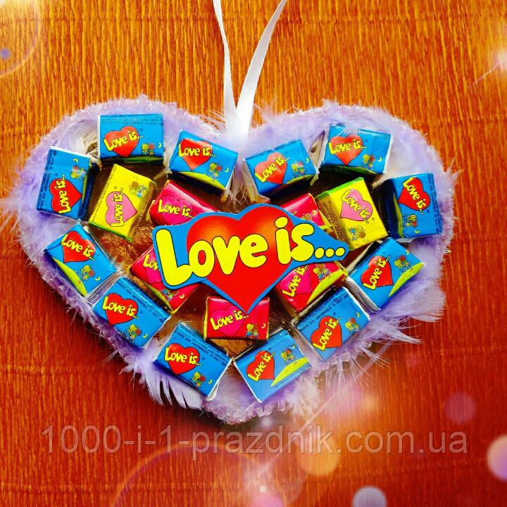 Сердце-подвеска из жвачек Love is 20 жвачек