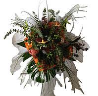 Букет из носков и живых цветов для мужчины