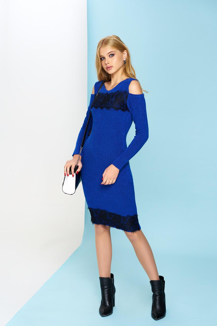 Ангоровое платье с гипюром и открытыми плечиками