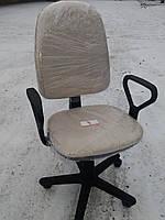 Кресло офисное б/у. Цвет :бежевый (кофейный)