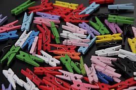 Мини прищепки для декора цветные 2.5 см  (100 штук)