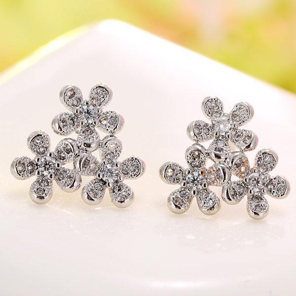 Серьги гвоздики Три цветка под серебро S006135