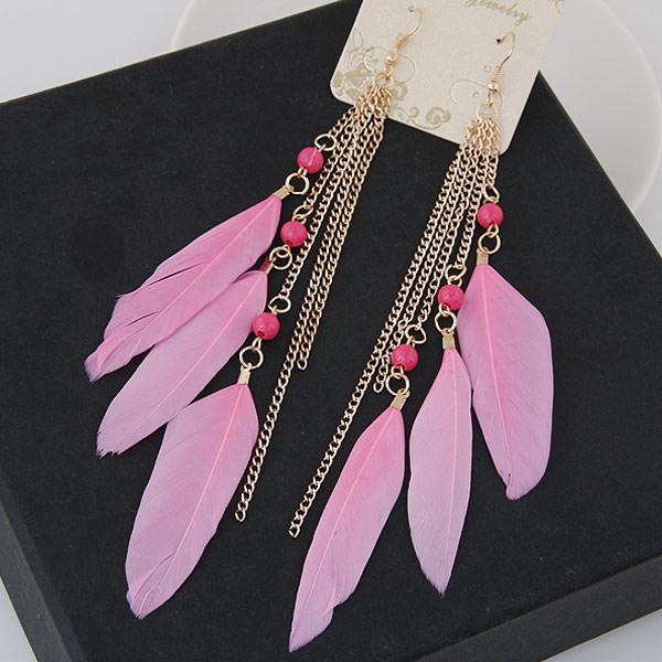 Серьги Перья нежно-розовые с цепочками под золото S006376