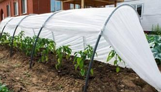 Черная агроткань и белое агроволокно для защиты почвы